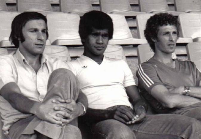 Dragan Dzajic, Jacques Zimako avec André Guesdon à droite (@OldFootball11)