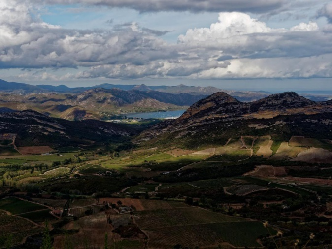 La vallée de Patrimonio et du golfe de saint Florent vu depuis la route de Oletta. (Philippe Neveux)