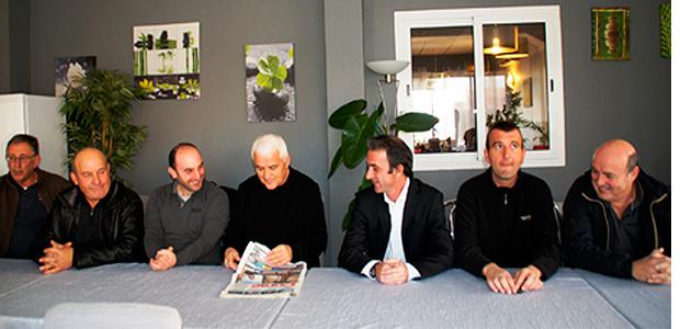 Pierre-Jean Luccioni (au centre )  dénonce…