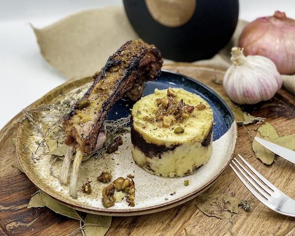 A table : Côtelettes d'agneau en croûte de noisettes, écrasé de pomme de terre à la tapenade d'olive noire avec… La petite cuisine de Marie