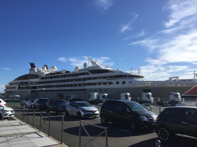 Le Lyrial dans le port de Bastia