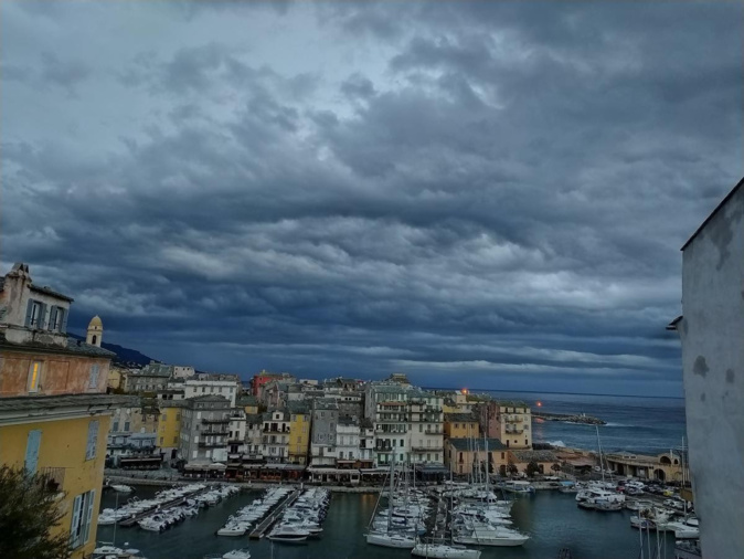 Au-dessus de Bastia ce samedi matin 3 octobre 2020 (Photo Karine Giabiconi)