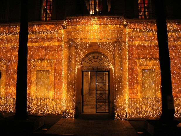 La maison carrée semble recouverte d'un précieux manteau d'or fin... (Photo: Yannis-Christophe Garcia)