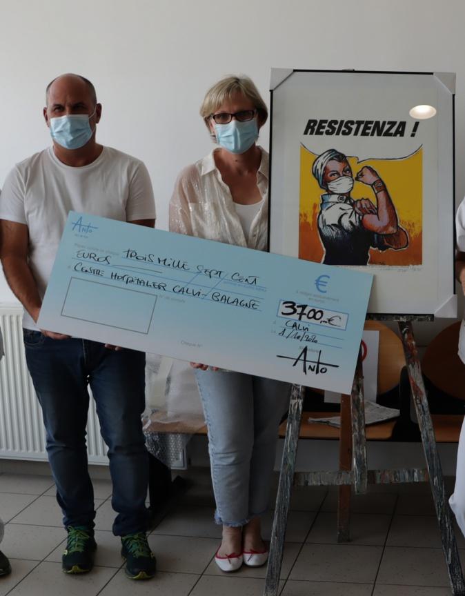Antò fils de Pop remet un chèque de 3 700€ au centre hospitalier Calvi-Balagne