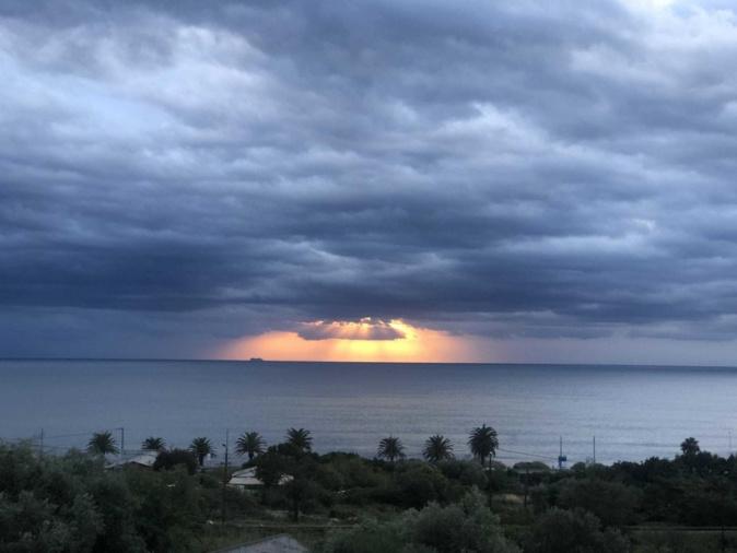 Lever de… soleil sur Bastia. (Joséphine Cossu)