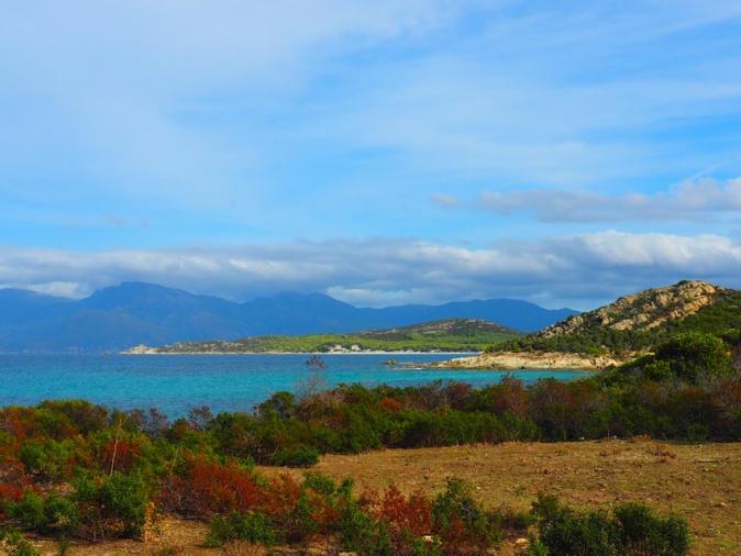 Vue d'ensemble dans les Agriate entre la plage du Lodu et Ghignu (Photo Mylène Gallard)