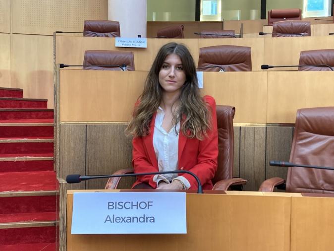 Alexandra Bischof dans l'hémicycle de l'Assemblée de Corse, ce jeudi 8 octobre, dans le cadre de la session de l'Assemblea di a Ghjuventù.