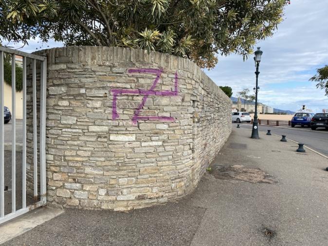 Bastia : une croix gammée taguée sur le quai des Martyrs