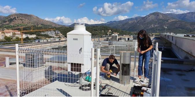 Les pluviomètres installés sur le toit de l'université (photo Université de Corte)