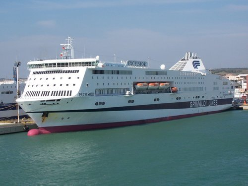 L'Excelsior, navire de la compagnie italienne Grandi Navi Veloci/Grimaldi Lines, pourrait rapidement être affrété par la SNCM pour remplacer temporairement le Napoléon Bonaparte sur les lignes Corse/continent. (Photo: DR)
