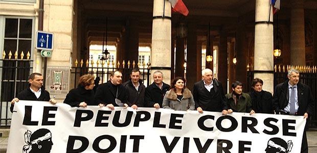 Coup d'éclat des élus de Femu a Corsica devant le Conseil Constitutionnel