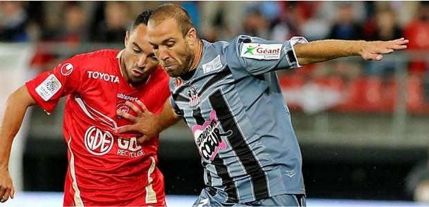Très apprécié par les supporters, Fabrice Begeorgi, ici à Valenciennes, aura peut-être l'occasion de jouer durant cette coupe...à  condition que l'ACA se qualifie! (Photo Sport365)