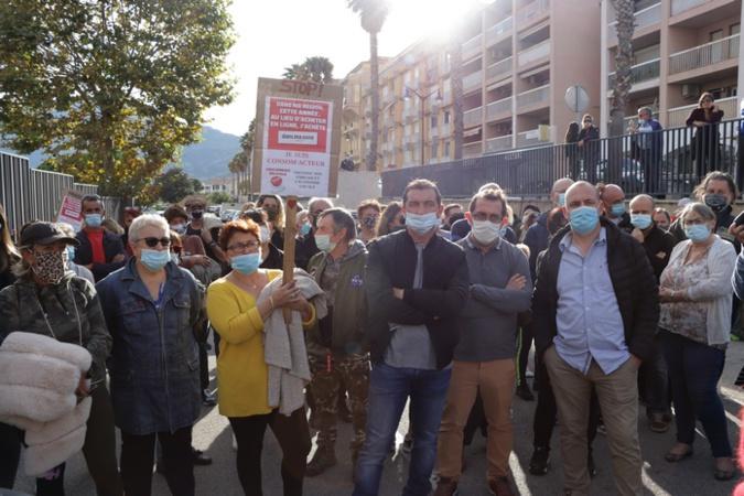 Sauvegarde des petits commerces : rassemblement devant la sous-préfecture de Calvi