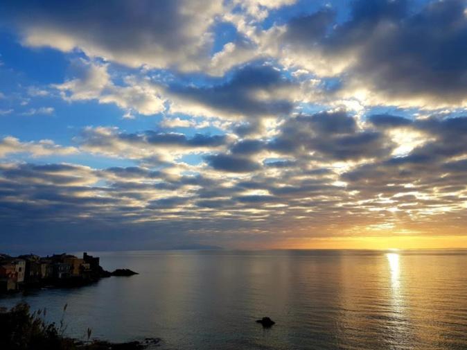 Lever de soleil sur Erbalonga (Marité Valery)