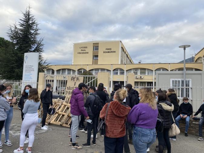 Les lycéens bloquent le lycée de Montesoro