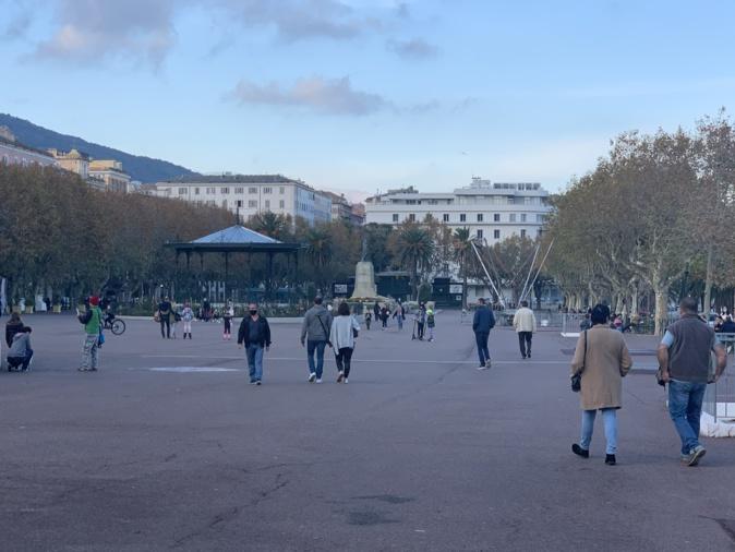 Beaucoup de monde sur la place Saint Nicolas ce 7 novembre