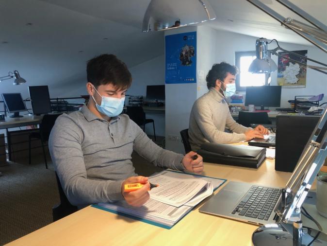 Deux étudiants de l'Université de Corse ont intégré le coworking pour la période confinement ©Imaginà coworking