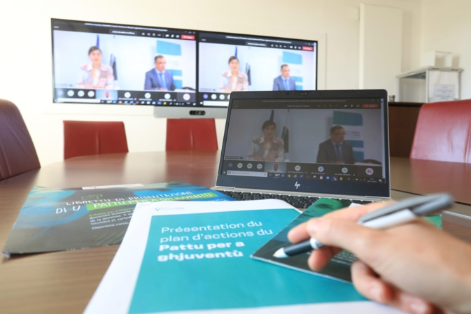 Lauda Guidicelli, conseillère exécutive en charge de la jeunesse et Gilles Simeoni, président de l'Exécutif de Corse étaient présents pour présenter le plan d'action Pattu per a ghuventù et la signature de la Charte des acteurs de la jeunesse.