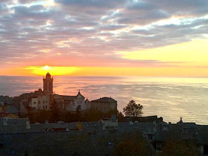 Le soleil éclaire la clocher de Santa Maria di Bastia(J.-B. R)