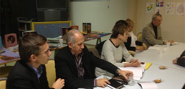 Autour de la table des négociations, MM. De Beauchamp, administrateur provisoire, G. Andreani, coordonnateur général des soins, D. Acker, administrateur provisoire et directrice de l'établissement, F.-G. Colonna, délégué, Mme Bastelica, cadre supérieur de santé et M. Filleul, directeur des travaux