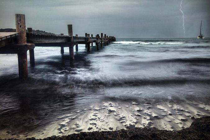 La photo du jour : par temps d'orage sur le ponton de Santa Ghjulia