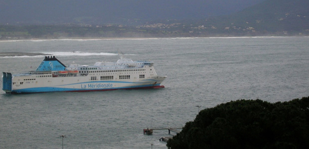 En mer, sur terre ou dans les airs, la tempête sévit à Ajaccio occasionnant des vagues importantes sur le littoral. (Photo: Yannis-Christophe Garcia)