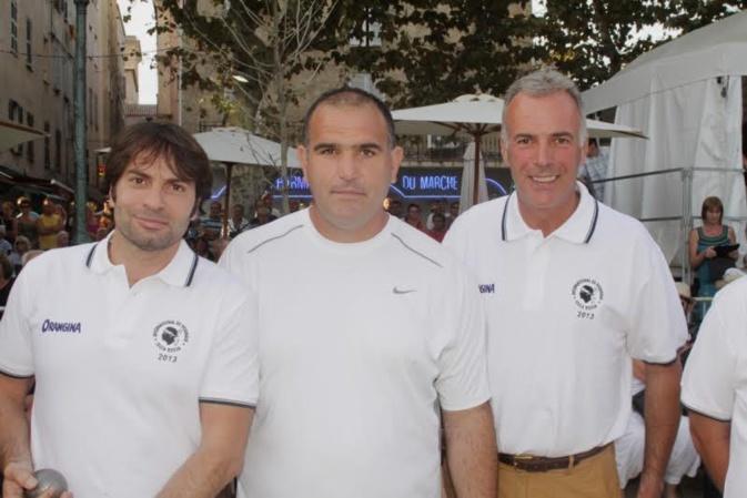 Christophe Dominici (à gauche) avait participé en 2013 au prix Pascal-Paoli de pétanque de L'Ile-Rousse en compagnie de nombreuses personnalités du monde  sportif.