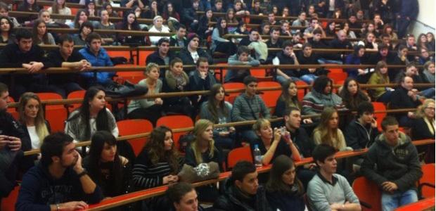 L'aasistance venue en nombre assidue et attentive aux arguments portés par le collectif