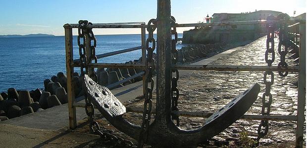 La jetée du port Tino Rossi sous un doux soleil d'hiver invite le promeneur à la flânerie... (Photo Yannis-Christophe Garcia)