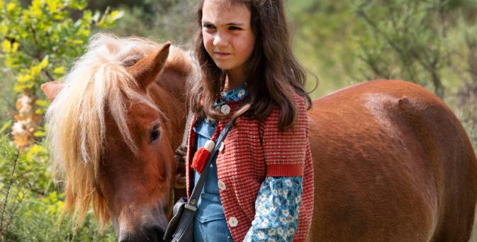 Cécile est bien décidée à sauver son poney Poly © SND
