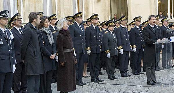 Le ministre de l'Intérieur a rendu hommage au préfet Claude Erignac, 15 ans jour pour jour après son assassinat à Ajaccio. (Photos Jean-Luc Ziegler - DICOM)