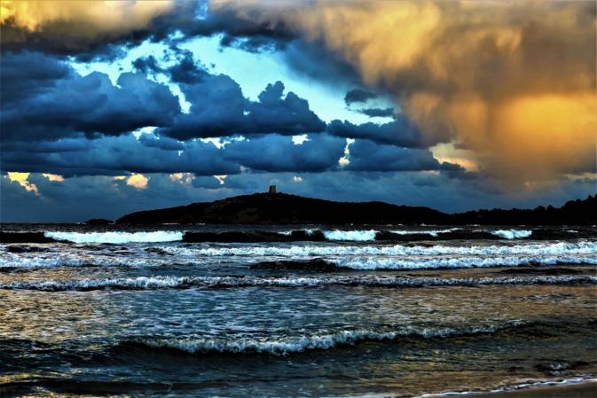 La photo du jour : la baie de Pinarello, l'île et sa tour génoise