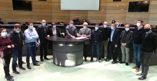 Signature de la convention entre la Collectivité de Corse et la CADEC lors de la session de la Chambre des territoires à Bastia.