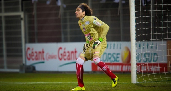 Déjà décisif face à Paris et Lyon, Memo Ochoa a réalisé contre Bordeaux un match sensationnel, permettant aux siens de l'emporter et au public de chavirer (Photo Paule Santoni)