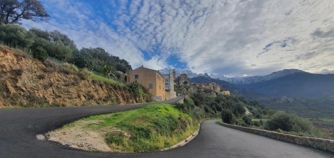 Montemaggiore et le Montegrossu (Photo Eric Frulani)