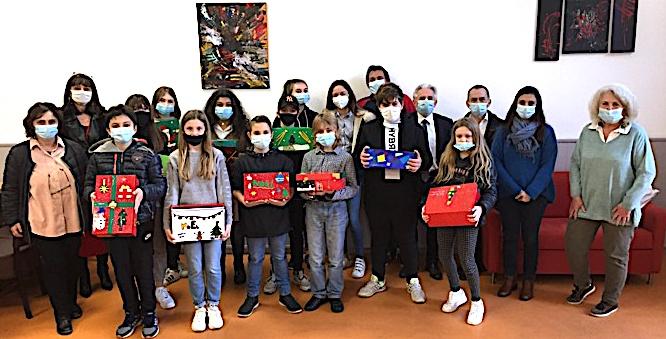 Le beau moment de partage des élèves du collège Giraud de Bastia avec les plus démunis.