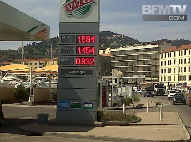 On est désormais loin des tarifs pratiqués en mai 2011. Le SP95 s'affichait alors à 1,58 € le litre de SP95 et 1,45 € le litre de Gazole à Ajaccio. (Photo DR - BFMTV)