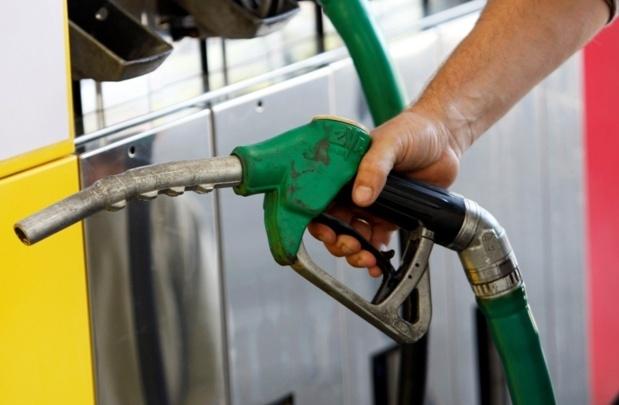 Un regard plus attentif sur les divers tarifs pratiqués par les stations service devrait, à terme, vous faire économiser de l'argent sur votre plein. (Photo d'illustration DR - RMC)