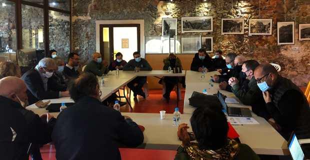 La réunion à Porto avec l'Office de l'Environnement, le Parc naturel régional et les maires des communes concernées.