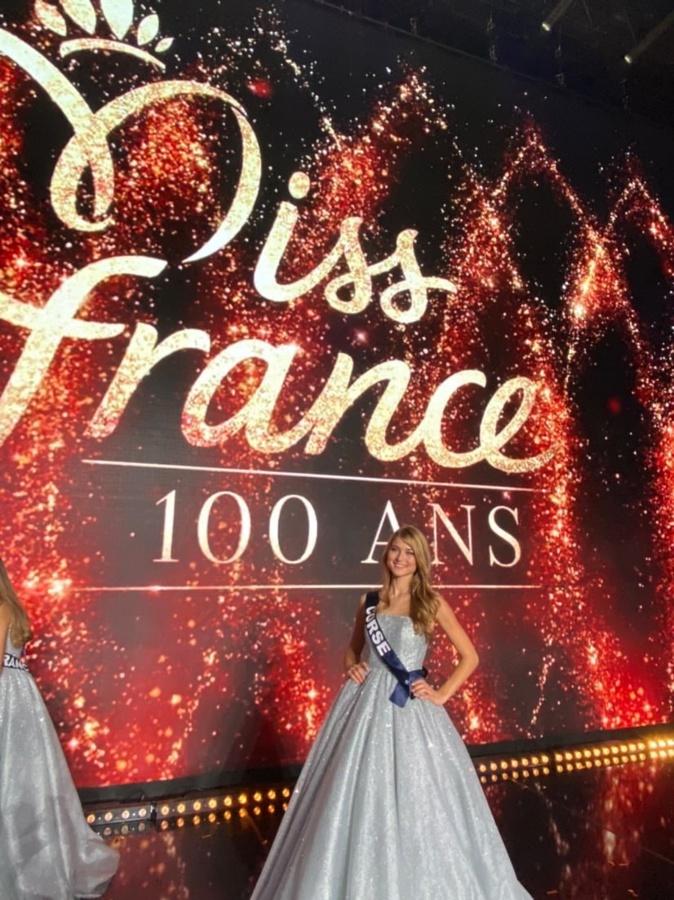 Noémie Leca, arrive dans le top 15 à Miss France