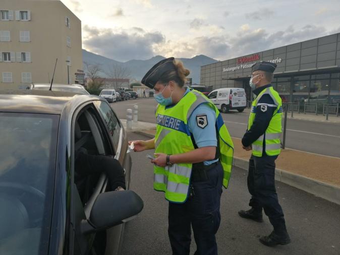 Les gendarmes ont délivré un message de sensibilisation en plus de distribuer des éthylotests.