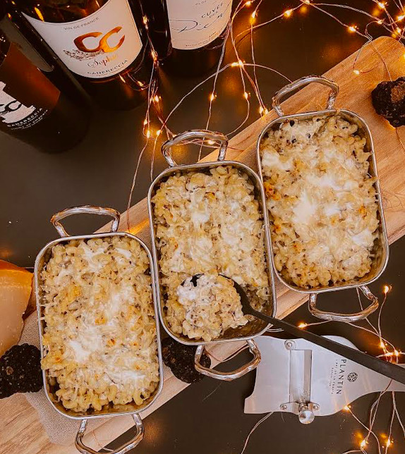 A table : Coquillettes truffées gratinées au parmesan avec… La petite cuisine de Marie