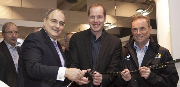Paul Giacobbi, Christian Prudhomme et Bernard Hinault, Tour de France 2013 oblige, ont inauguré jeudi le stand de la Corse