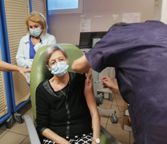 Nadine Charnier, 72 ans et première résidente d'EHPAD vaccinée en Corse contre la Covid-19.