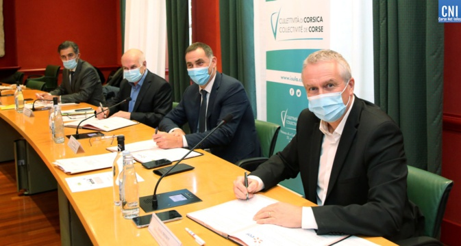 Signature de la convention entre l'AUE et EDF à la collectivité de Corse. Photo : Michel Luccioni