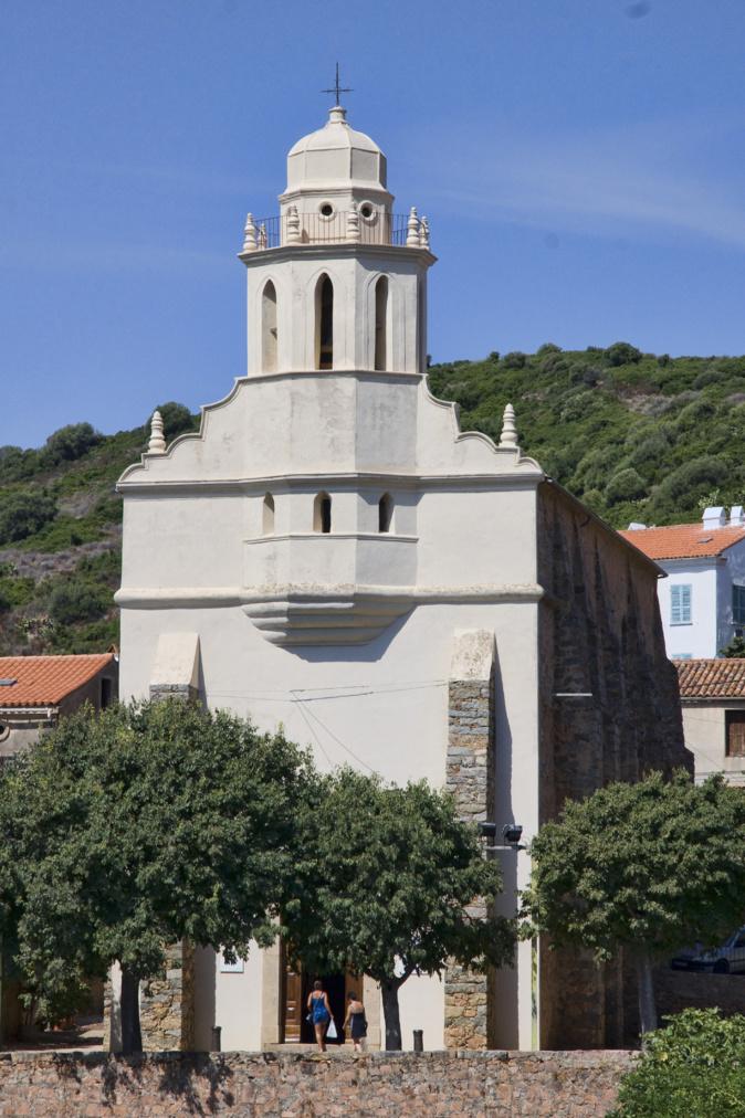 L'église grecque Saint-Spyridon de Carghjese souffre de problèmes d'étanchéité qui mettent en danger l'intégrité de ses boiseries et de sa façade.