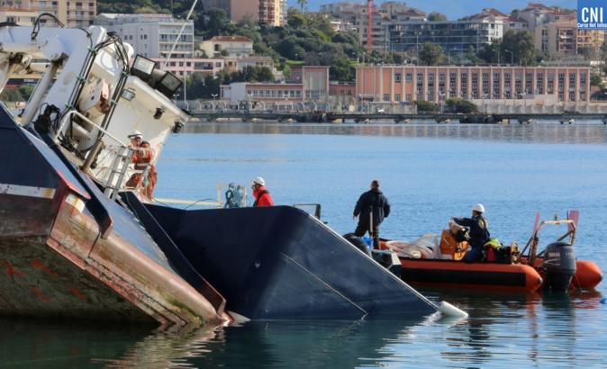 Le bateau des phares et balises échoué à Ajaccio enfin renfloué