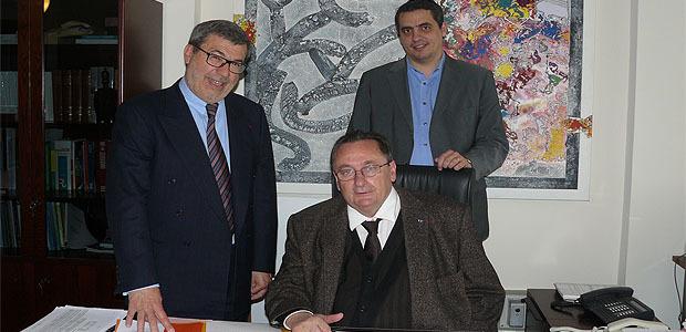 Michel Bonavita, médiateur académique à gauche, Michel Barat, recteur de l'académie de Corse au centre; et derrière lui, Jean-Luc Giocanti, directeur de cabinet du recteur.
