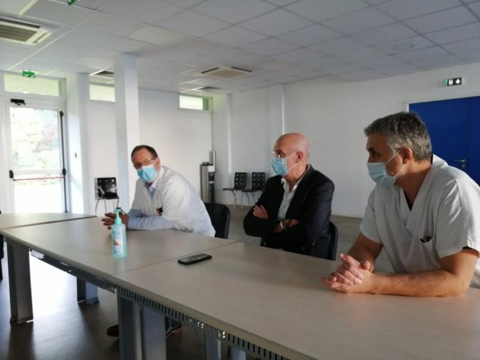 De gauche à droite : le docteur Joseph Lucciardi, chirurgien et président de la commission médicale d'établissement de l'hôpital de Bastia; Jean-Mathieu Defour directeur du centre hospitalier ; Serge Fity médécin du travail à l'hôpital de Bastia