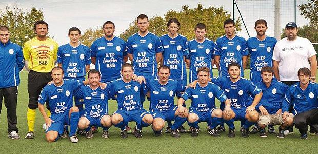 Marko Anastasijevic (premier accroupi à gauche) avec l'équipe de PH A de Ponte-Leccia